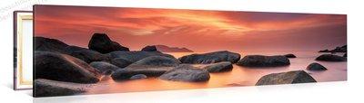 Schilderij Gloeiende Lucht, Rotsachtige Zee (120x30cm)